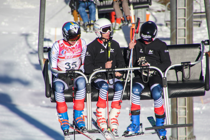 Avec les autres du groupe espoir de l'équipe de france handisport de ski alpin