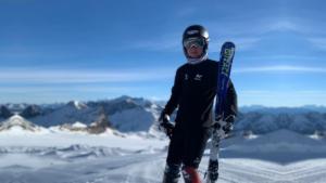 Jules sur le glacier des Diablerets en Suisse avant les premières courses.